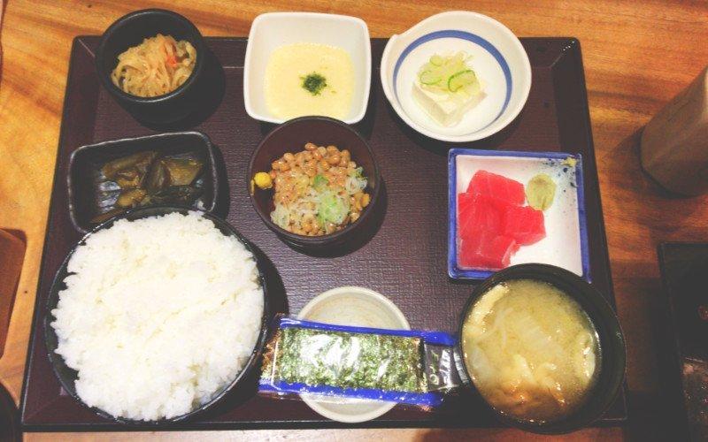 東京駅おすすめ朝定食 居酒屋 やえす初藤の納豆定食