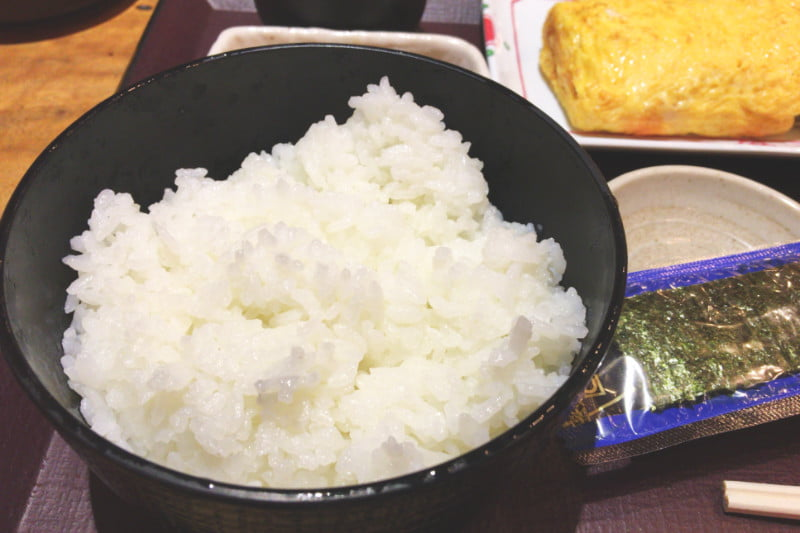 東京駅おすすめ朝定食 居酒屋 やえす初藤の普通盛りごはん