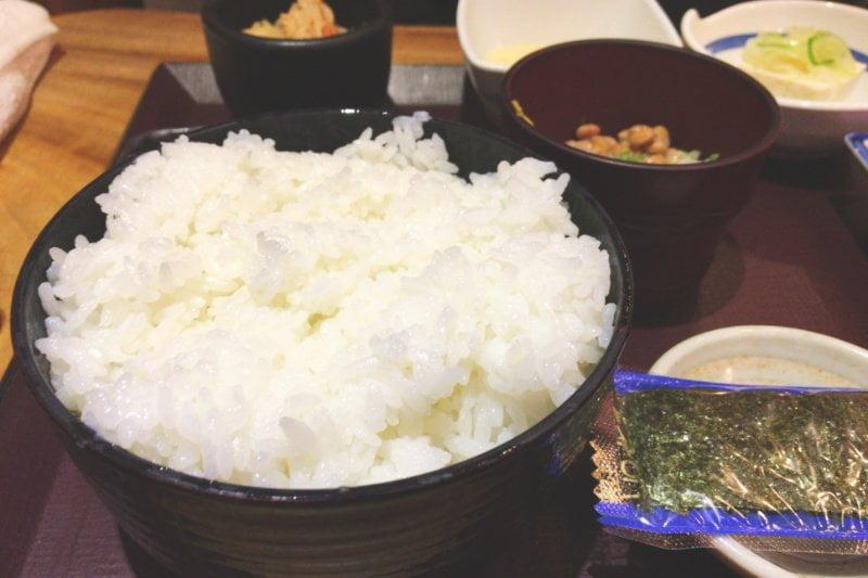 東京駅おすすめ朝定食 居酒屋 やえす初藤の大盛りごはん